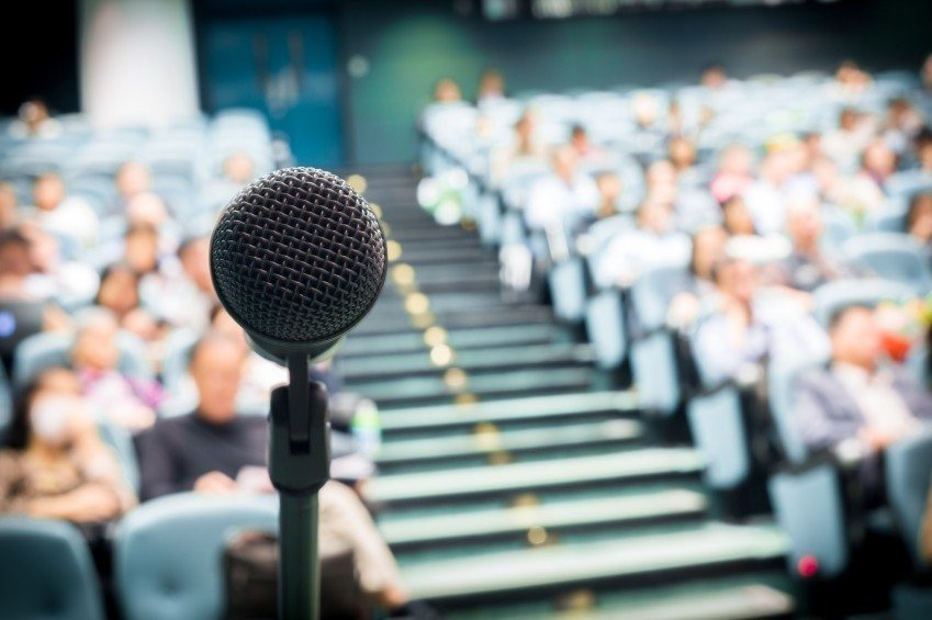 How To Become A Motivational Speaker in 4 Simple Steps